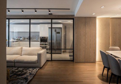 Contemporary living area parquet